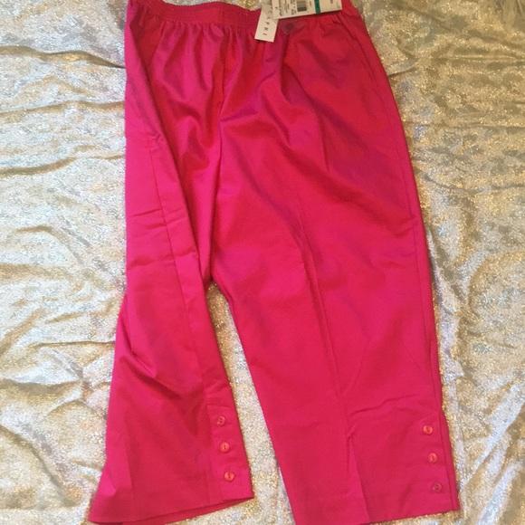 874348fcfeacc Bright raspberry capris with pink button on leg